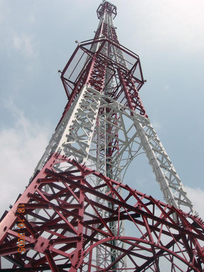 Các cột ang ten viễn thông (trạm thu phát sóng di động BTS)