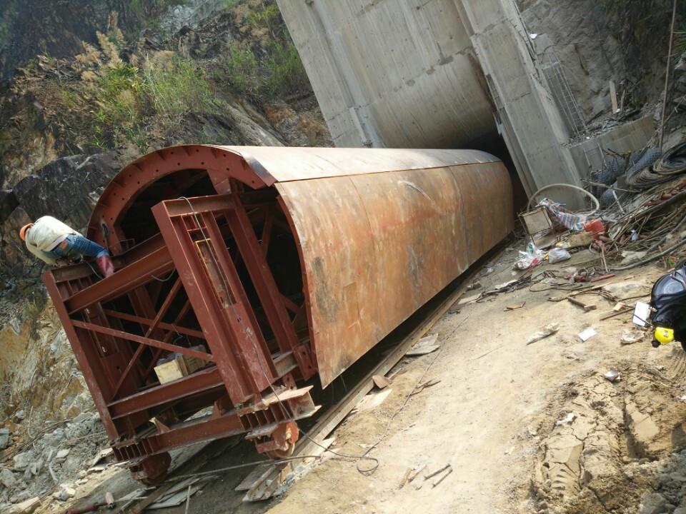 Cốp pha hầm bán tiết diện