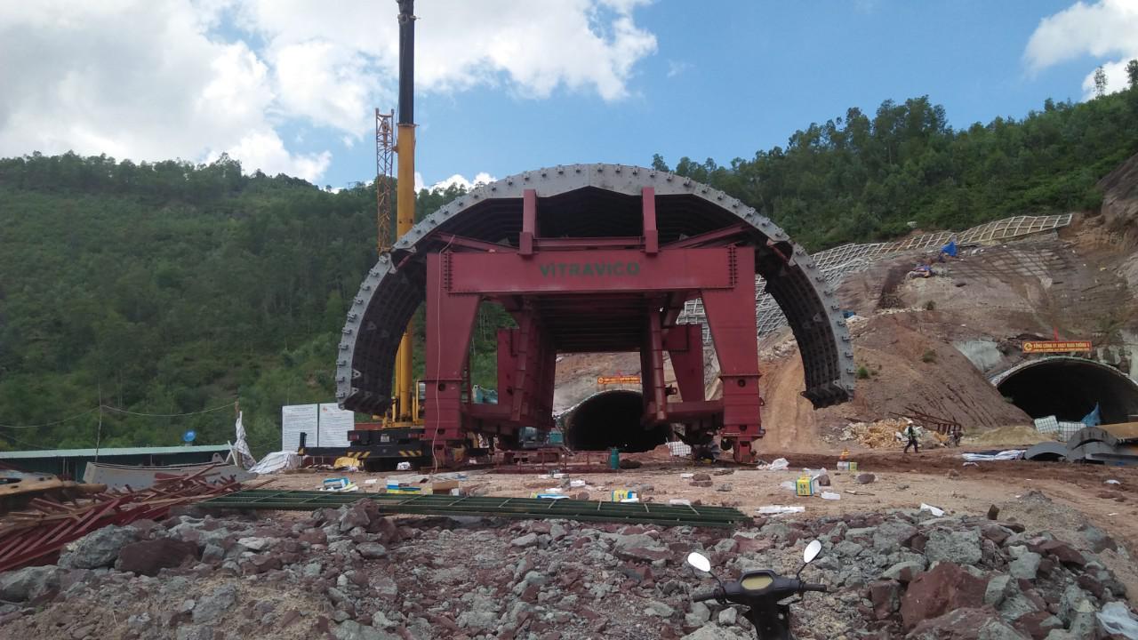 Cốp pha hầm toàn tiết diện